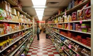Στα ύψη η ζήτηση της βενζίνης - μικρή η αύξηση στα σούπερ μάρκετ