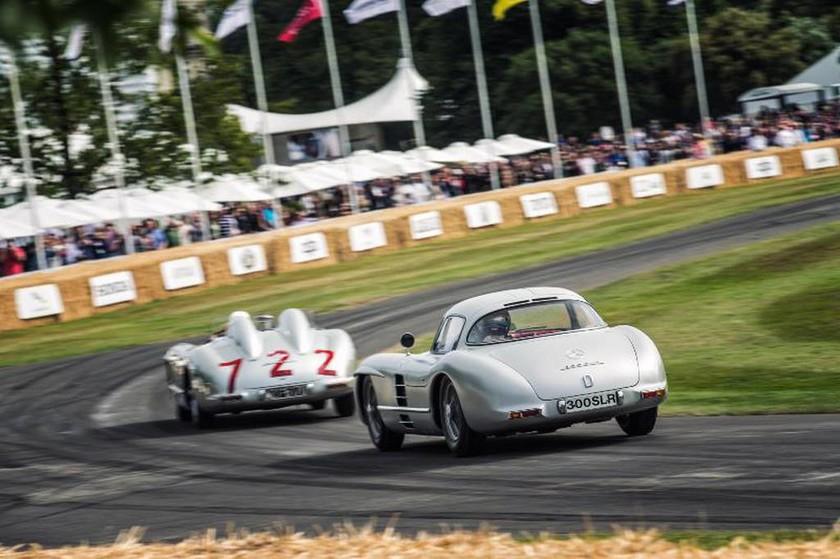 Ο Stirling Moss ήταν στο Goodwood  με αφορμή τον εορτασμό της 60ης επετείου της νίκης του στο Mille Miglia το 1955