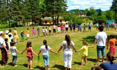 Εφησυχασμός από κατασκηνώσεις για τροφοδοσία και παραμονή παιδιών