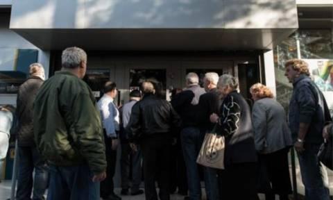 Capital controls: Μια ανάληψη αυτή τη βδομάδα για τους συνταξιούχους των 120 ευρώ