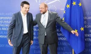 Δημοψήφισμα: Τηλεφωνική επικοινωνία Τσίπρα με Γιουνκέρ, Ντράγκι και Σουλτς