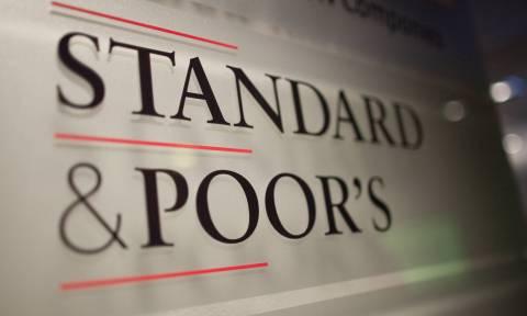 S&P: Υποβάθμισε σε επιλεκτική χρεοκοπία τις ελληνικές τράπεζες
