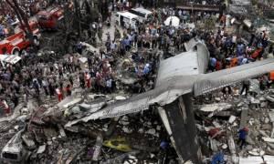 Ινδονησία: Τουλάχιστον 116 νεκροί από τη συντριβή στρατιωτικού αεροσκάφους