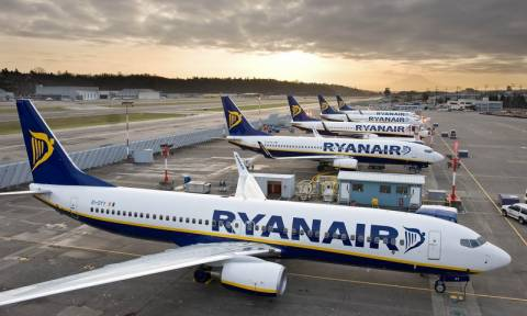 Ryanair: Με μετρητά η αγορά των εισιτηρίων για τους Έλληνες πολίτες