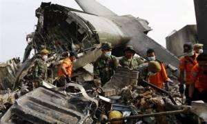 Ινδονησία: Σε 141 ανήλθε ο αριθμός των νεκρών από την συντριβή στρατιωτικού αεροσκάφους