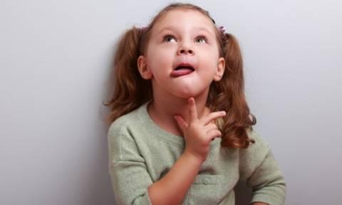 Γιατί τα παιδιά όταν σκέφτονται βγάζουν τη γλώσσα τους