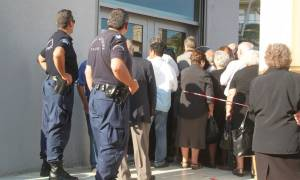 Kλειστές τράπεζες: Τι ισχύει με την αλφαβητική σειρά στην εξυπηρέτηση των συνταξιούχων