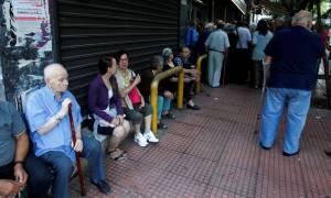 Κλειστές τράπεζες: Πιστώθηκαν στους λογαριασμούς των δικαιούχων οι συντάξεις του ΟΑΕΕ