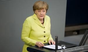 Μέρκελ: Πριν το δημοψήφισμα δεν μπορεί να γίνει συζήτηση για το πρόγραμμα