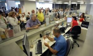 Κλειστές τράπεζες: Δεύτερη ημέρα εξυπηρέτησης των συνταξιούχων χωρίς κάρτα