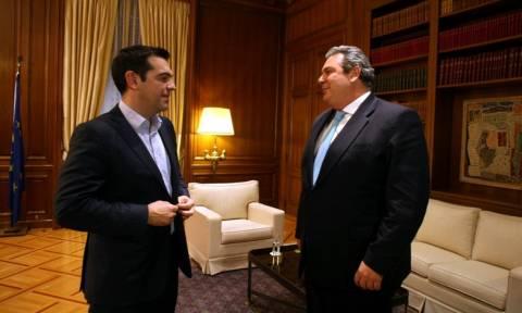 Δημοψήφισμα 2015 - Στο υπουργείο Εθνικής Άμυνας ο Τσίπρας