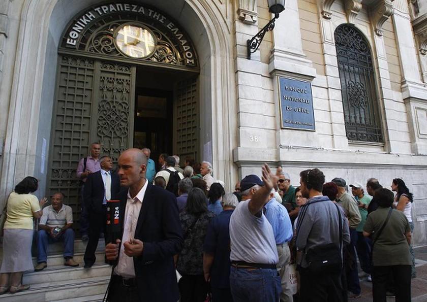 Capital controls: Δεύτερη μέρα για την καταβολή μέρους των συντάξεων από τις Τράπεζες