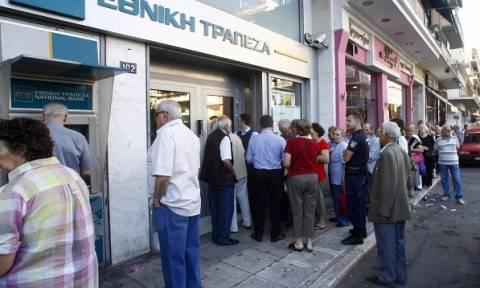 Capital controls: Δεύτερη μέρα καταβολή συντάξεων με μικρότερες ουρές στις Τράπεζες