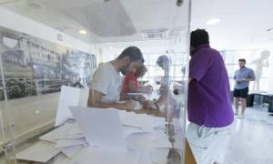 Δημοψήφισμα 2015 – «Θρίλερ» για το αποτέλεσμα δείχνει νέα δημοσκόπηση