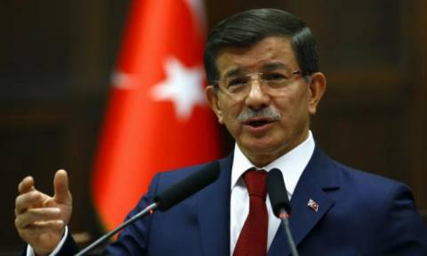 Turkey reinforces Syria border, Davutoglu says no incursion planned