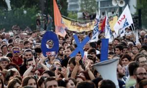 Δημοψήφισμα 2015: Βροντερό «ΌΧΙ» από τους συγκεντρωμένους στο Σύνταγμα (photos&videos)