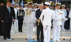 Τα ξίφη στους νέους και νέες Σημαιοφόρους επέδωσε ο Πρόεδρος της Δημοκρατίας (pics)