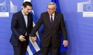 Δημοψήφισμα: Νέα αήθης επίθεση Γιουνκέρ κατά Τσίπρα