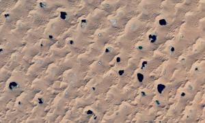 Οι μυστηριώδεις λίμνες της ερήμου Badain στην Κίνα – Τι τις κάνει μοναδικές; (photos)