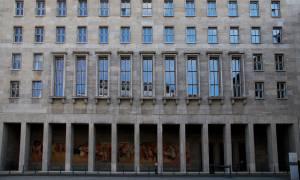 Έχει χιούμορ η γερμανική Αριστερά – Δείτε τι έκανε στην πρόσοψη του Υπουργείου Οικονομικών (pic)