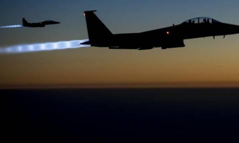 Συρία: Δεκαέξι επιδρομές από τον διεθνή συνασπισμό κατά θέσεων του ΙΚ