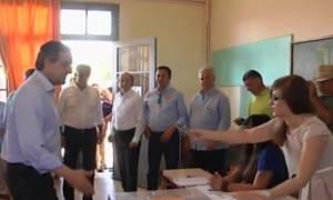 Δημοψήφισμα 2015: Παραλίγο να ξεχάσει την ταυτότητά του πάλι ο Σαμαράς