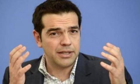 Δημοψήφισμα 2015-Πλήθος δημοσιογράφων στο εκλογικό τμήμα που θα ψηφίσει ο Τσίπρας