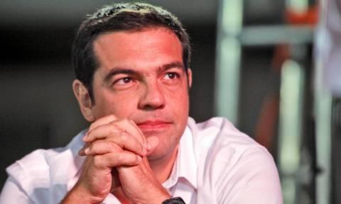 Δημοψήφισμα 2015-Με χαμόγελο και με άσπρο πουκάμισο ψηφίζει ο Τσίπρας