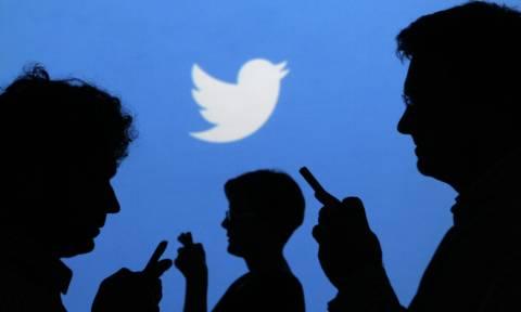 Δημοψήφισμα: Twitter - «Ζωγράφισαν τον Τσίπρα σαν θεό σε εκλογικό κέντρο» (photo)
