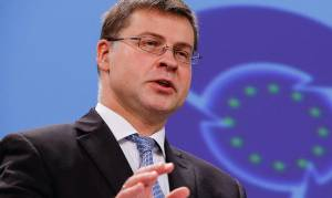 Αποτελέσματα δημοψηφίσματος 2015: Σε λίγο η συνέντευξη Τύπου Ντομπρόβσκις για την Ελλάδα