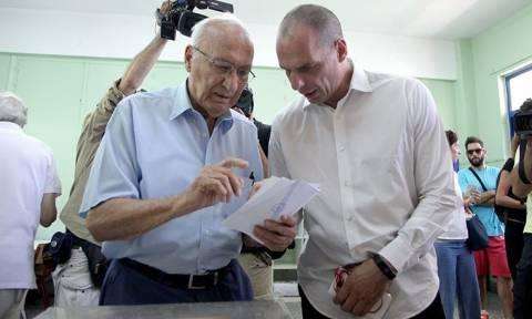 Πικραμένος ο πατέρας του Γιάνη Βαρουφάκη για την παραίτηση του ΥΠΟΙΚ