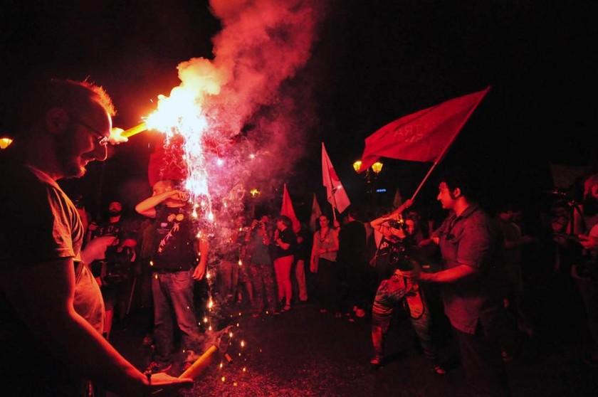 Μοναδικές εικόνες από το Σύνταγμα: Το βροντερό «ΌΧΙ» του ελληνικού λαού κάνει το γύρο του κόσμου!