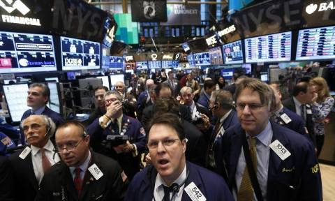 Με μικρές απώλειες αντέδρασε η Wall Street στο ελληνικό «ΟΧΙ»