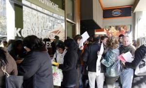 Capital Controls: Πώς θα πάρουν τα επιδόματά τους οι άνεργοι που δεν έχουν κάρτα ΑΤΜ