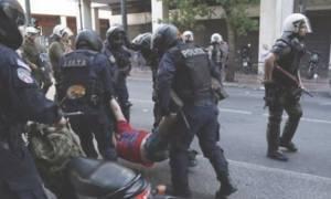 Δημοψήφισμα: ΕΔΕ για τη σύλληψη διαδηλωτή στο Σύνταγμα