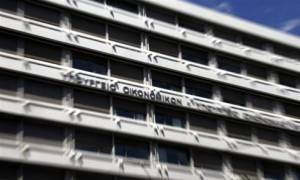 Κλειστές τράπεζες - ΥΠΟΙΚ: Ουδέποτε έχει συζητηθεί ενδεχόμενο «κουρέματος» καταθέσεων