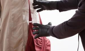 EΛ.ΑΣ.: Έτσι θα προφυλάξετε την τσάντα σας από αρπαγή
