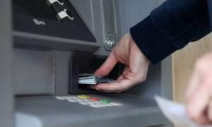 Κλειστές τράπεζες: Παραμένει το όριο αναλήψεων στα 60 ευρώ - Έως και τη Δευτέρα η τραπεζική αργία