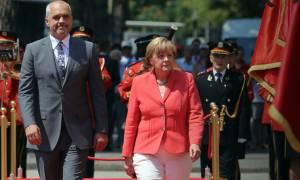 Μέρκελ: Στην Αλβανία με... σχόλιο για την Ελλάδα (videos)
