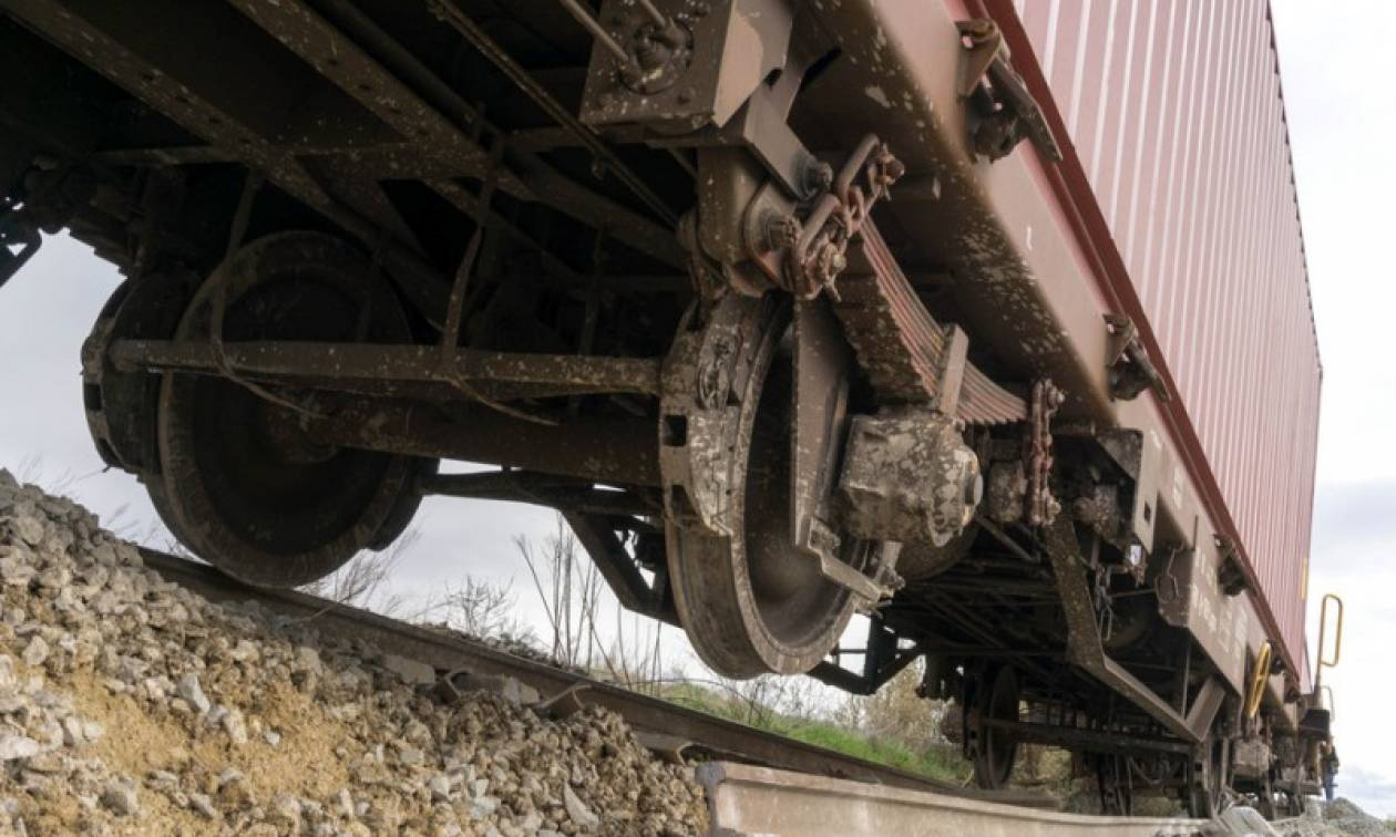 Εκτροχιασμός εμπορικής αμαξοστοιχίας σε τούνελ στα Τέμπη
