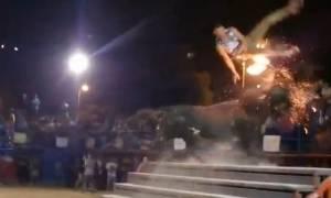 Η «καυτή» εκδίκηση του φλεγόμενου ταύρου σε επίδοξο ματαντόρ (video)