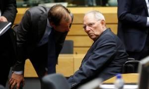 Eurogroup – Τινάζει στον αέρα τις προσδοκίες για επίτευξη συμφωνίας ο Σόιμπλε