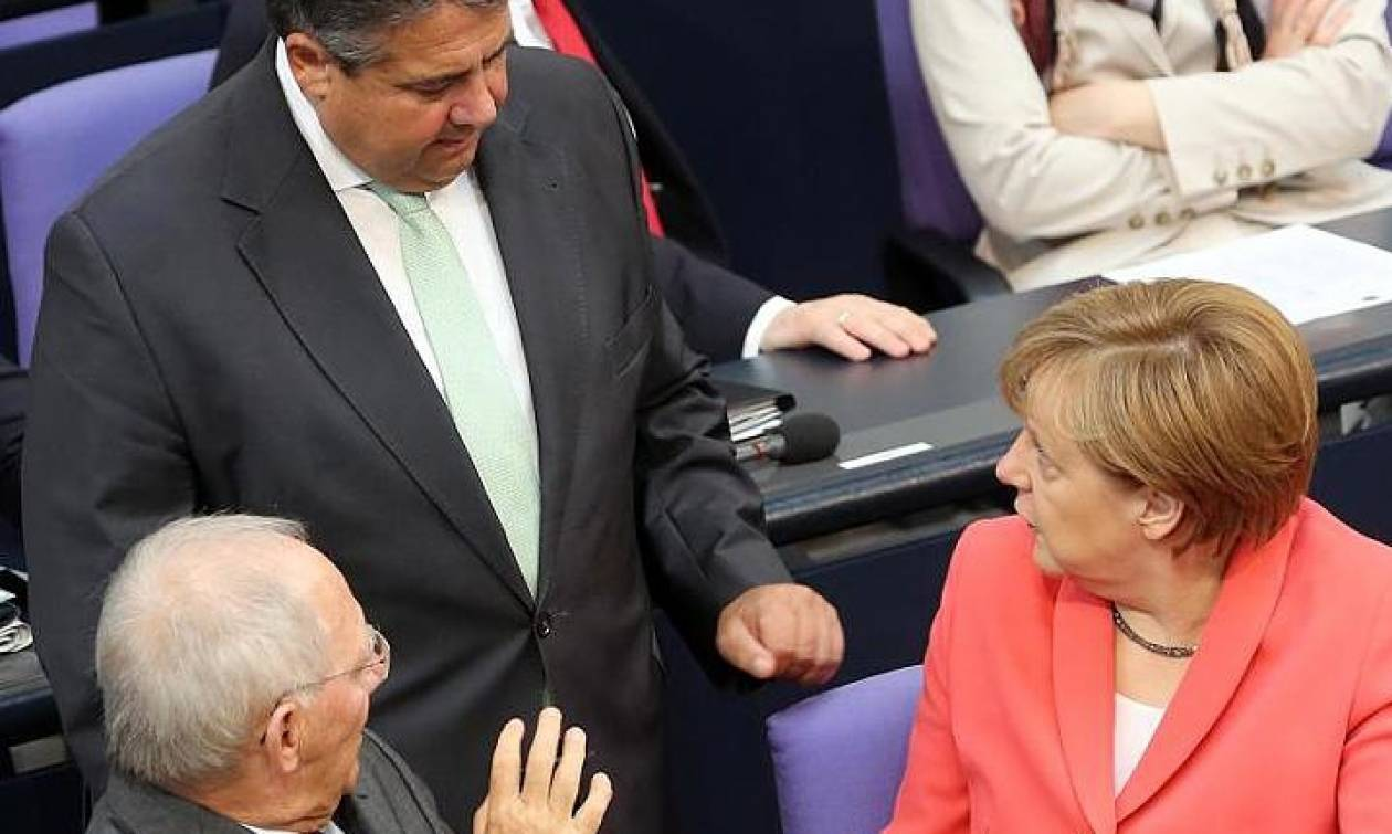 Eurogroup:  Eνήμεροι Μέρκελ και Γκάμπριελ για το σχέδιο περί «πενταετούς Grexit»