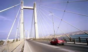 Θρίλερ στη Χαλκίδα με άνδρα που απειλούσε να πέσει από την υψηλή γέφυρα
