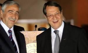Κυπριακό: Πιθανή κοινή συνάντηση Αναστασιάδη-Ακιντζί με Γιούνκερ