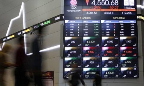 Σύνοδος Κορυφής: Πτώση του ευρώ στο άνοιγμα των αγορών της Δευτέρας