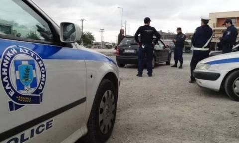 Φλώρινα: Διακινητής ναρκωτικών πέταξε το... εμπόρευμα από το παράθυρο του αυτοκινήτου του