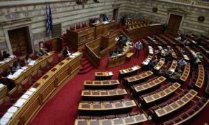 Συμφωνία: Επαφές βουλευτών και στελεχών του ΣΥΡΙΖΑ στη Βουλή