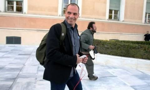 Βαρουφάκης: Τα σενάρια για Grexit, οι απαντήσεις και οι αιχμές μέσω Twitter