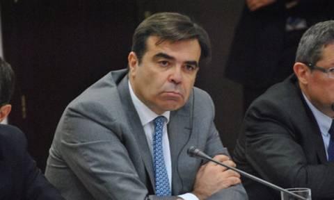Συμφωνία - Σχοινάς: Η Κομισιόν εξετάζει τις επιλογές  για τo δάνειο γέφυρα στην Ελλάδα